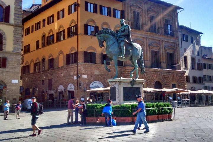 Statue of a man on a horse Piazza